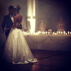 15 first dance photos to make your heart melt Wedding Music, Wedding Pictures, Wedding Bells, Perfect Wedding, Dream Wedding, Wedding Day, Gold Wedding, Wedding Stuff, Wedding Flowers