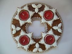 Adventní svícen - červeno-bílý Ginger Bread Cookies Recipe, Cookie Recipes, Advent Wreath, Xmas, Christmas, Gingerbread Cookies, Wreaths, Food Cakes, Ginger Beard