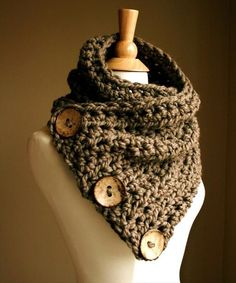 Crochet #Cowl With Wooden Button - 10 Unique and #Free Crochet Cowl #Patterns   DIY and Crafts