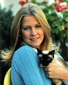 Susan Ford - President Ford's daughter - with their Siamese, Shan