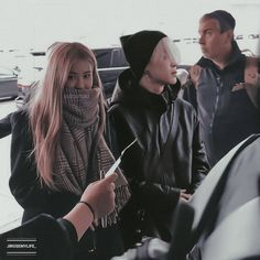 They are wearing the same color❤ . Kpop Couples, Cute Couples, Korean Couple, Korean Girl, Mochi, Byun Yo Han, Cute Buns, Fanart, Bts Girl