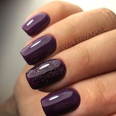 False nails have the advantage of offering a manicure worthy of the most advanced backstage and to hold longer than a simple nail polish. The problem is how to remove them without damaging your nails. Plum Nails, Purple Nail Polish, Fancy Nails, Nail Polish Colors, Glittery Nails, Purple Shellac Nails, Dark Purple Nails, Deep Purple, Dark Nails With Glitter