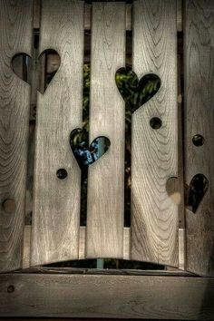 Do you also find your garden fence a bit boring? Then pimp your fence . - Do you also find your garden fence a bit boring? Then pimp your fence with … - Garden Projects, Wood Projects, I Love Heart, Mini Heart, Wooden Hearts, Garden Gates, Garden Sheds, Yard Art, Garden Inspiration