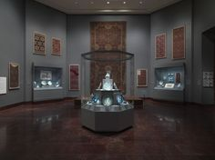 At Met - creative design of hexagonal exhibition case to display porcelain
