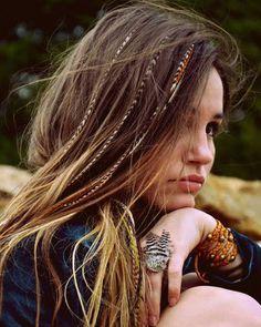 Les plumes dans les cheveux