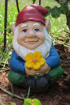 Wikipedia says that knomes were created to scare away evil spirits. But he is so cute! I suppose you would have to be evil to run away from such a thing, otherwise it would simply make you smile.