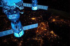 【スライドショー】宇宙の特等席から見た地球 - WSJ.com