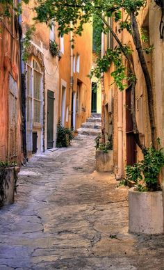 Small street at Saint Tropez, Provence-Alpes-Côte d'Azur, France