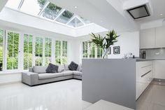 Modern aluminium lantern roofs in Hailsham, Crawley, Uckfield, Heathfield, East Grinstead & Sussex. Contact us for aluminium roof lantern prices and quotes! Open Plan Kitchen Living Room, Kitchen Family Rooms, Open Plan Living, House Extension Design, Glass Extension, House Design, Brick Extension, Extension Google, Extension Ideas