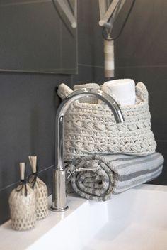 Deze kleinere mand variant van naco is ideaal voor in de badkamers om veel verschillende spullen netjes en gezellig in op te bergen.