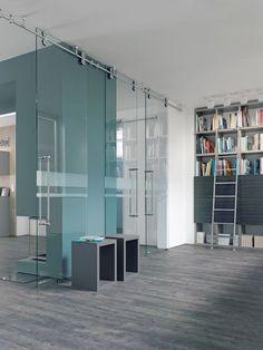 Glazen schuifdeur | Luxe schuifsysteem met rails | Inspiratie werkomgeving