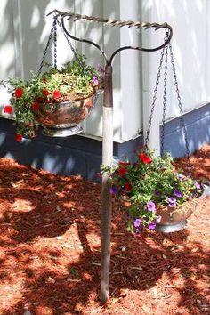 Rustic Garden Decor, Rustic Gardens, Garden Decorations, Vintage Garden Decor, Outdoor Garden Decor, Diy Gardening, Container Gardening, Vegetable Gardening, Organic Gardening
