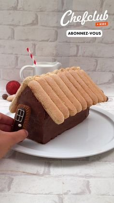 La bûche au chocolat du père Noël, à faire avec les enfants ! Et pour encore plus d'idées de recettes, abonnez-vous ou rendez-vous sur Chefclub.tv ! Xmas Food, Christmas Cooking, Christmas Desserts, Christmas Treats, Baking Recipes, Cookie Recipes, Dessert Recipes, Dessert Ideas, Kreative Desserts