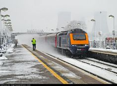 Net Photo: 43002 First Great Western Class 43 at Didcot, United Kingdom by David J. Electric Locomotive, Diesel Locomotive, Locomotive Engine, Station To Station, Train Station, Uk Rail, British Rail, British Isles, Electric Train