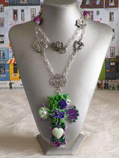 """Collier pendentif """"série de croix fleuries 38"""" de la boutique framboisefrancoise sur Etsy"""