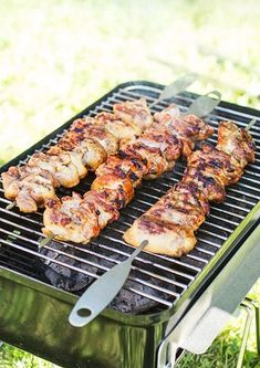Honey and Lemon Glaze. The perfect honey and lemon glaze for chicken. Easy to make easy to use. Just fire up the barbecue. (in Swedish) Bbq Skewers, Chicken Skewers, Glazed Chicken, Outdoor Cooking, Clean Recipes, Tandoori Chicken, Love Food, Holiday Recipes, Meal Prep