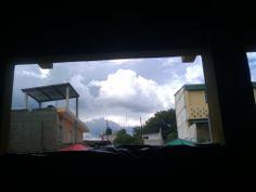 Hermosas nubes del cielo, vista desde adentro del colegio... CAIGUA