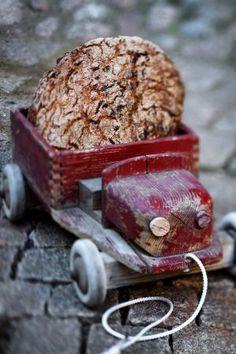 Mandelbröd med torkad frukt / Bröd ~ Recept | Leila Lindholm (leila.se)