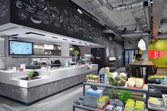 Maggi Kochstudio by Seel Bobsin Partner, Frankfurt – Germany Cafe Restaurant, Restaurant Design, Visual Merchandising, Frankfurt Germany, Design Furniture, Retail Design, Lighting Design, Coffee Shop, Kitchen Appliances