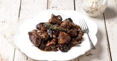 Αγριογούρουνο στη γάστρα με υπέροχη μαρινάδα και δαμάσκηνα από την Αργυρώ Μπαρμπαρίγου | Μια συνταγή που αξίζει να παρουσιάσετε σε ένα γιορτινό τραπέζι!