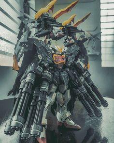 Here is another one from SN Custom Build Altron Gundam With Gundam Heavyarms Weapons Gundam Wing, Gundam Art, Gundam Tutorial, Outlaw Star, Mecha Suit, Aldnoah Zero, Strike Gundam, Arte Cyberpunk, Gundam Astray