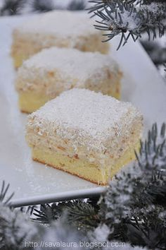 Prieteni dragi, m-am gandit ca o noua varianta a prajiturii Raffaello, mai… Romanian Desserts, Romanian Food, Sweets Recipes, Cookie Recipes, Homemade Sweets, British Baking, Sweet Pastries, Sweet Tarts, Mini Cakes