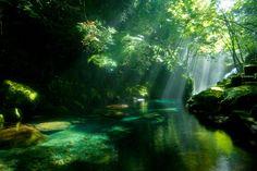 菊池渓谷(熊本県菊池市原) ※有料駐車場あり。光芒が撮れるのは夏の早朝。
