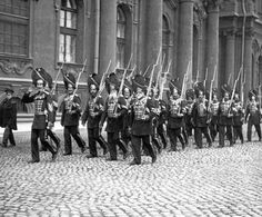 Roth's of the Palace Grenadiers  in front of  the Winter Palace. (1912)