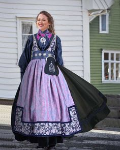 Elvira festdrakt dame, sort/lilla med blå silkeskjorte | Valland Festdrakt Norwegian Clothing, European Costumes, Frozen Costume, Ethnic Fashion, Traditional Outfits, Norway, Fashion Dresses, Medieval, Cricut