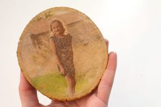 Check out this awesome how to-photo transfer to wood ! 4 different ways to achieve this cool affect! One has things found from around the house, mod podge, inkjet or laser printer! Photo Transfer Onto Wood, Photo Onto Wood, Wood Transfer, Picture On Wood, Learn Woodworking, Custom Woodworking, Woodworking Projects Plans, Wood Slice Crafts, Wood Crafts