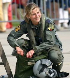 The Most Beautiful Military Girl Photos Gallery Female Pilot, Female Soldier, Jet Fighter Pilot, Fighter Jets, Woman Mechanic, Girl Photo Gallery, Military Costumes, Royal Marines, Female Fighter
