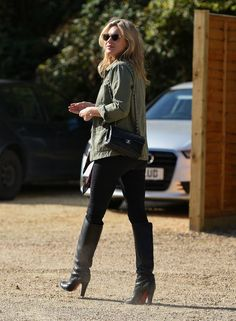 Steel de stijl van Kate Moss met deze items >> http://www.beaumonde.nl/fashion/get-the-look-fashion/steel-de-stijl-van-kate-moss/?utm_content=bufferb997d&utm_medium=social&utm_source=pinterest.com&utm_campaign=buffer #style