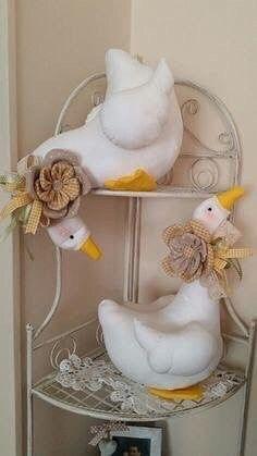 1 непрочитанный чат Farm Crafts, Easter Crafts, Diy And Crafts, Sewing Toys, Sewing Crafts, Sewing Projects, Fabric Toys, Fabric Birds, Christmas Teddy Bear
