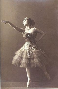 Mathilde 1910's