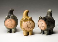 I love Lisa Larssons cats! And the rest of her work too :)