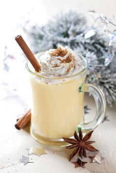 Recipe: non-alcoholic eggnog with spices - L& aux épices How To Make Eggnog, Victorian Recipes, Yummy Drinks, Yummy Food, Homemade Eggnog, Chocolate Caliente, Hot Chocolate, Eggnog Recipe, Holiday Drinks