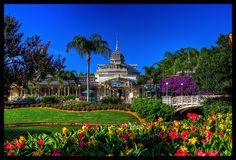 Magic Kingdom - The Crystal Palace   Flickr - Photo Sharing!