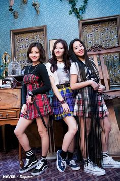 Jihyo,Sana & Nayeon (Twice) Nayeon, Kpop Girl Groups, Korean Girl Groups, Kpop Girls, Twice Jyp, Twice Once, Twice Group, Twice Album, Jihyo Twice
