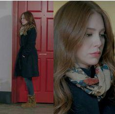 Turkish Fashion, Turkish Beauty, Elcin Sangu, Hooded Winter Coat, Prettiest Actresses, Pretty Little Liars, Casual Chic, Redheads, Actors & Actresses