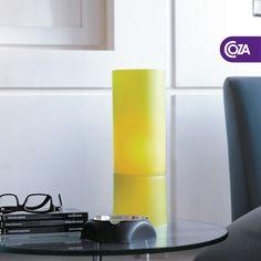 A Luminária de Mesa Sollis foi criada para dar aquele toque especial à iluminação. As cores vibrantes combinam direitinho com todos os estilos de decoração.     Em qual espaço da casa você colocaria a sua?