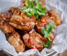 Cách làm Sườn ướp tỏi chiên đơn giản tại nhà   Món ngon mỗi ngày Rib Recipes, Asian Recipes, Dinner Recipes, Cooking Recipes, Ethnic Recipes, Fried Ribs Recipe, Fried Pork, Fried Garlic, Vietnamese Recipes