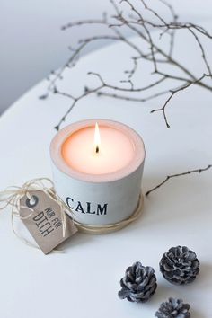 Making candles is a great hobby or business endeavor. For those who have the basics down cold, consider experimenting with the art of making hand dipped candles. Luxury Candles, Diy Candles, Scented Candles, Candle Jars, Candle Holders, Fall Candles, Boho Deco, Candle Making Business, Concrete Crafts