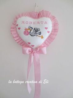 Come realizzare un fiocco nascita a forma di cuore Cerimonie fai da te creativapp regali fai da te stoffa e lana