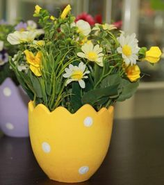 egg shells and spring flowers, easter crafts eco gifts and table decorations