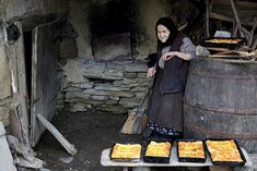 traditional goodies from Bucovina,Romania. Baguette, Barbecue Area, Outdoor Oven, How To Make Bread, Bread Making, People Around The World, Old Pictures, Firewood, Outdoor Decor