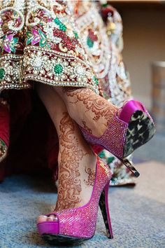 #Desi #Wedding's #Bridal Details - I want that henna design on my feet :)