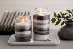 Para decorar o vidro para receber a vela, o produtor Samir Zavitoski escolhe três tons de areia que variavam entre branco e cinza. Ele preencheu metade do vidro com areia e encaixou a vela. Em seguida, ele completou o vidro com mais areia colorida.