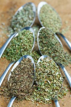 Italian seasoning is a blend of spices that are commonly used in Italian dishes including oregano, basil, rosemary, thyme, marjoram and sage. Many recipes call for an Italian seasoning or an Italian s Homemade Seasonings, Homemade Spices, Homemade Italian Seasoning, Spice Blends, Spice Mixes, Fromage Vegan, Italian Spices, Italian Dishes, Marinade Sauce