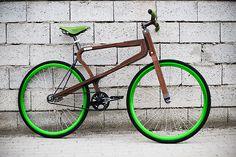 El diseñador italiano Matteo Zugnoni ha diseñado una bicicleta elaborada en madera y que será totalmente personalizable