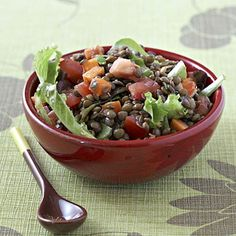 What you eat between meals matters more than you think. These choices boost metabolism and help you lose weight fast. 20 snacks that burn fat: Lentil Salad with Tomatoes and Watercress recipe. Watercress Recipes, Salad Recipes, Diet Recipes, Cooking Recipes, Healthy Recipes, Healthy Snacks, Healthy Eating, Protein Snacks, High Protein